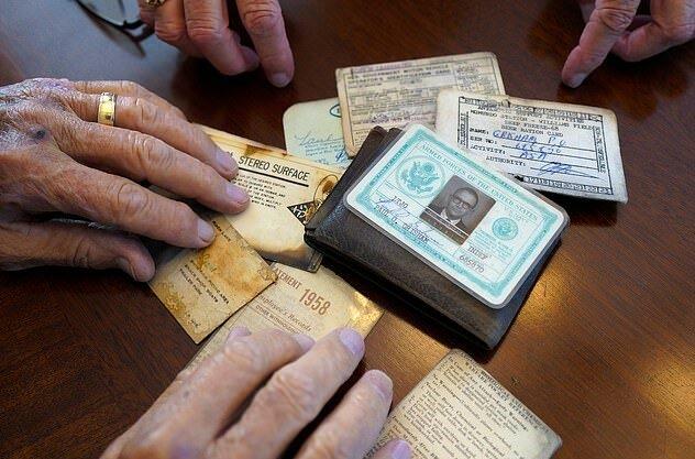 """""""Das Verlorene wieder finden"""": Ein Meteorologe bekam eine vor 53 Jahren in der Antarktis verlorene Brieftasche zurück"""