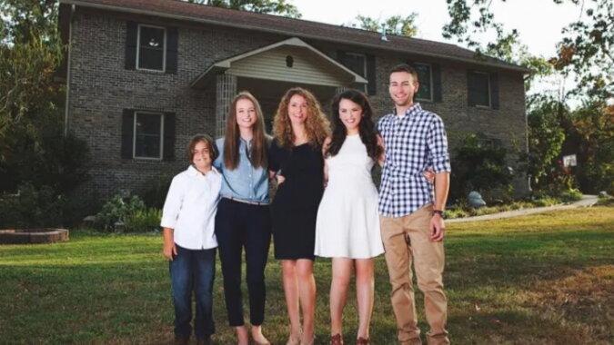 Dank Videos baute eine Frau allein ein Haus für ihre Kinder und sich selbst