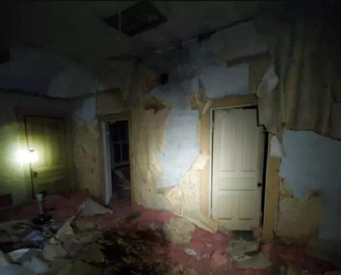Ein Mann entdeckte durch einen Zufall eine verlassene Wohnung auf seinem Dachboden