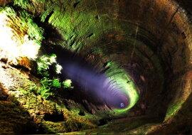 Ein tiefer Brunnen. Quelle: pinterest