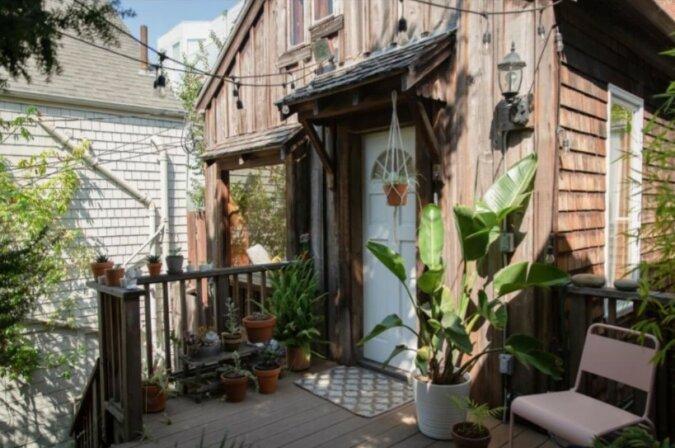 """""""Der Schein täuscht"""": von außen sieht das Haus wie eine Hütte aus, aber drinnen hat die Eigentümerin teure Reparatur durchgeführt"""