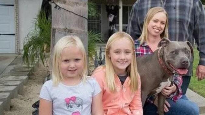 Die Familie mit dem Hund. Quelle: lastampa