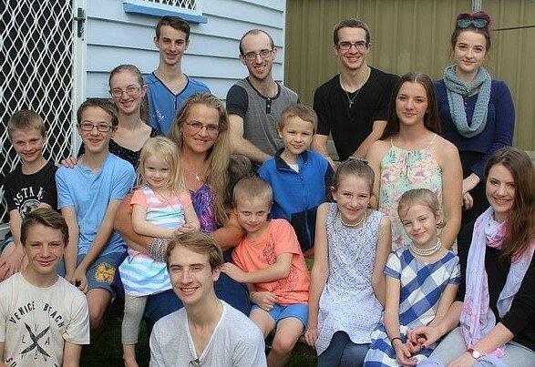 Jeni Bonell und ihre Familie.Quelle:dailymail.co.uk