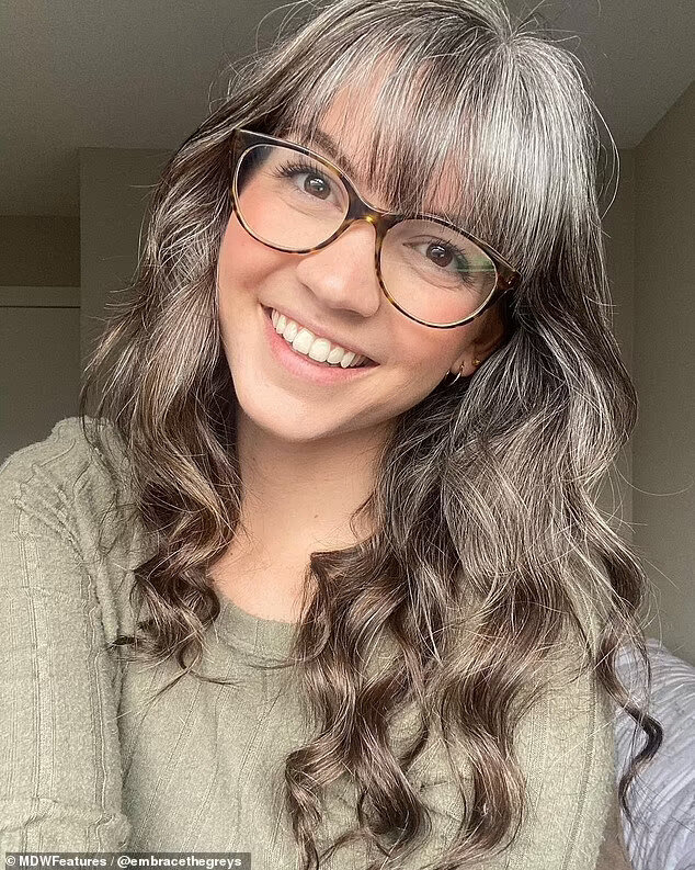 Für graue frauen haare junge Graue Haare