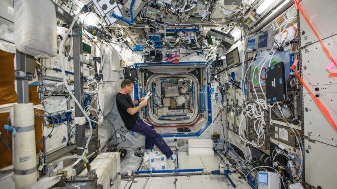 Ein Mann auf der Raumstation. Quelle: travelask