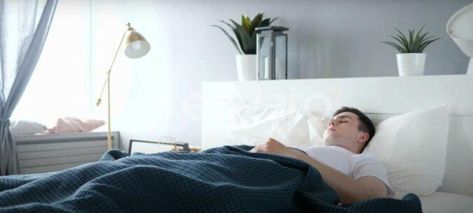 Fremder im Bett. Quelle: medialeaks