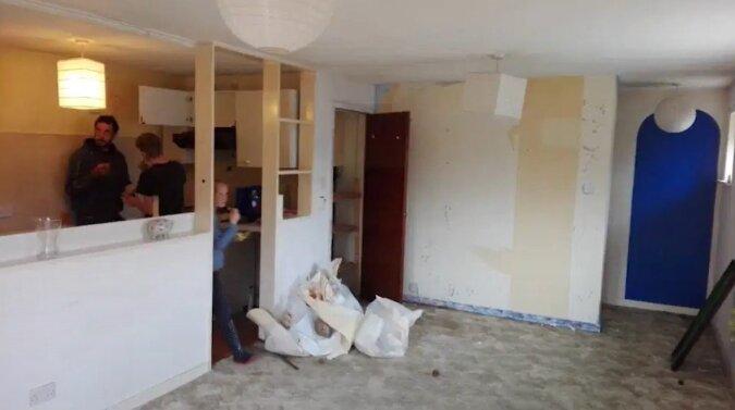 Eine Frau kaufte eine Wohnung ohne Renovierung und richtete sie mit Gegenständen aus einer Mülldeponie ein: Jetzt hat sie eine Traumwohnung
