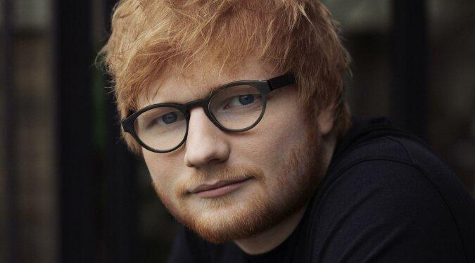 """""""Talentiert in allem"""": Der berühmte Sänger Ed Sheeran bot sein abstraktes Gemälde für eine Wohltätigkeitsauktion zur Auktion an"""