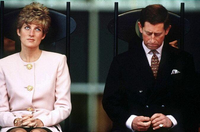 """""""Sie wusste darüber von Anfang an"""": Wie Prinzessin Diana auf die Nachrichten über die Beziehung zwischen Prinzen Charles und Camilla reagierte"""