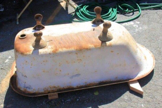 Die Familie wollte zuerst das alte Badezimmer wegwerfen, aber der Mann fand eine andere Verwendung dafür