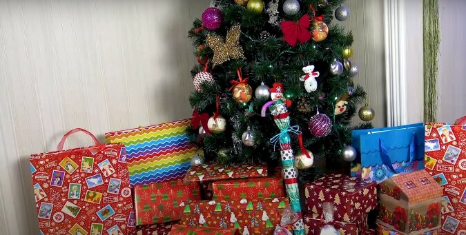 Geschenke.Quelle: screen YouTube