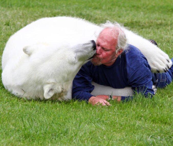Seit 35 Jahren ist ein Mann ein guter Freund des größten Raubtieres der Erde
