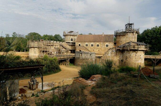Zurück in die Vergangenheit: In Frankreich wird eine Burg mit mittelalterlicher Technologie gebaut