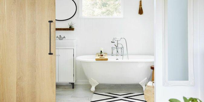 """""""Perfekte Sauberkeit"""": Eine junge Mutter teilt das Geheimnis der Reinigung des Badezimmers in fünf Minuten"""
