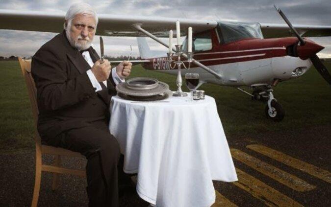 Michelle Lotito: der erste Mensch, der ein Flugzeug verspeiste