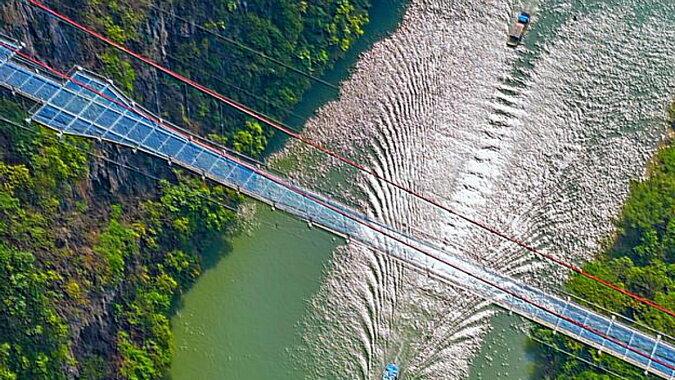 Die Glasbrücke in China. Quelle: travel.tochka