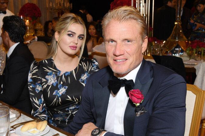 """""""Trotz allem glücklich"""": Wie der berühmte Schauspieler Dolph Lungren die Ferien mit seiner Verlobten verbringt, die 39 Jahre jünger ist als er"""