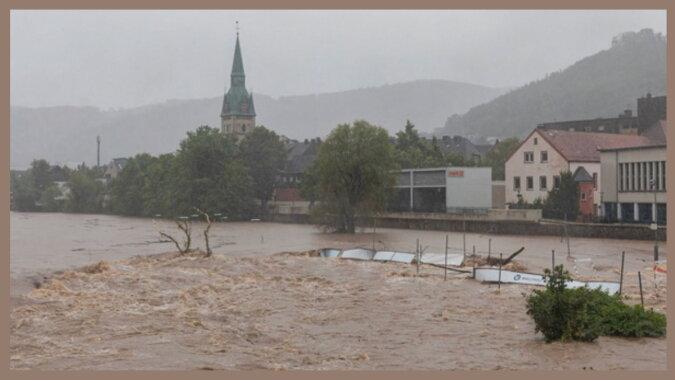 Man hat Helikopter gebraucht, um Menschen zu helfen: Starke Regenfälle fluten Deutschland, Details