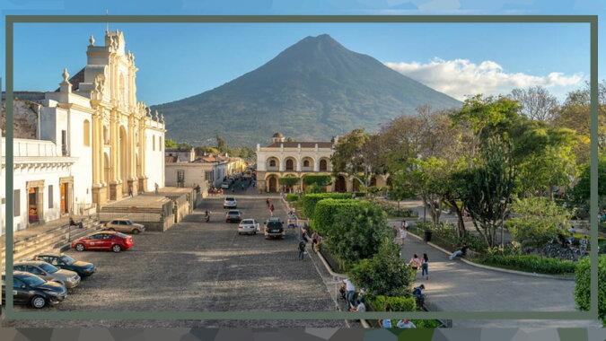 Wie die Mündung des Vulkans Ätna ständig von einem Ort zum anderen wandert, Details