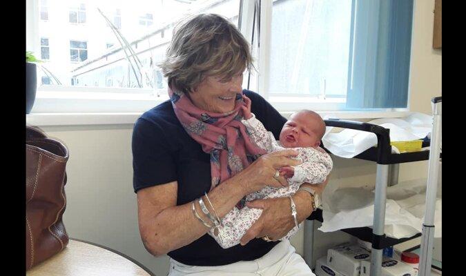 Frau mit Baby. Quelle: Screenshot YouTube