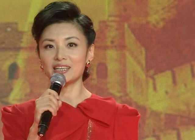 """""""Wie ein Mädchen"""": Die 52-jährige TV-Moderatorin enthüllt den Fans das Geheimnis ihrer Jugend"""