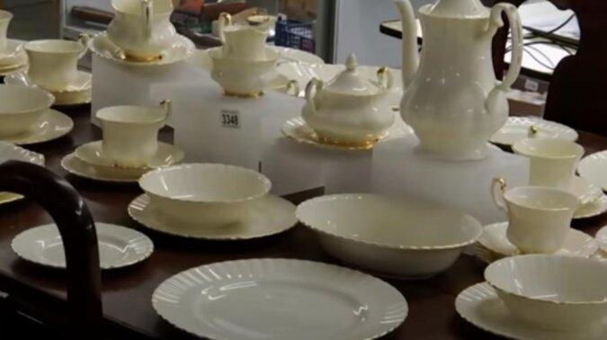 Hunderte von versiegelten Paketen wurden im Haus eines Briten gefunden, der die Welt schon verließ