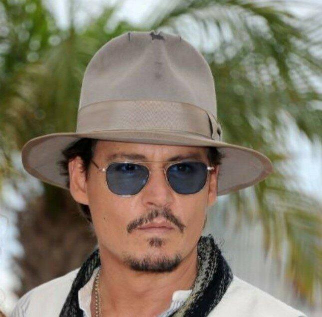 Johnny Depp erlaubte, in seinen riesigen Garten in Los Angeles nachzugucken, und zeigte der Öffentlichkeit seine Kreation