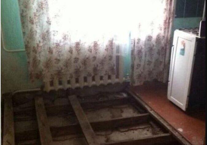 Die Bauarbeiter haben gesagt, dass man solche Küche in Ordnung nicht bringen wird, aber die Besitzer haben nicht aufgegeben