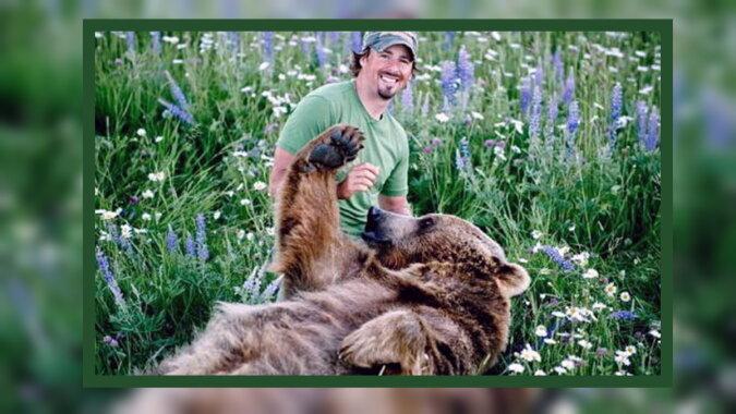 Ein Mann mit dem Bären. Quelle: trendymen