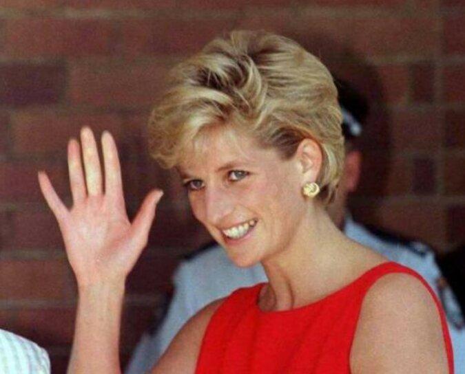 """""""Mode-Ikone"""": Wie Prinzessin Dianas berühmter Pullover Designers dazu inspirierte, neue Modekollektion zu schaffen"""