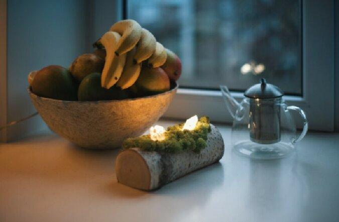 """""""Näher an der Natur"""": Designer haben aus leuchtenden Kristallen auf moosigen Baumstämmen ein umweltfreundliches Nachtlicht geschaffen"""