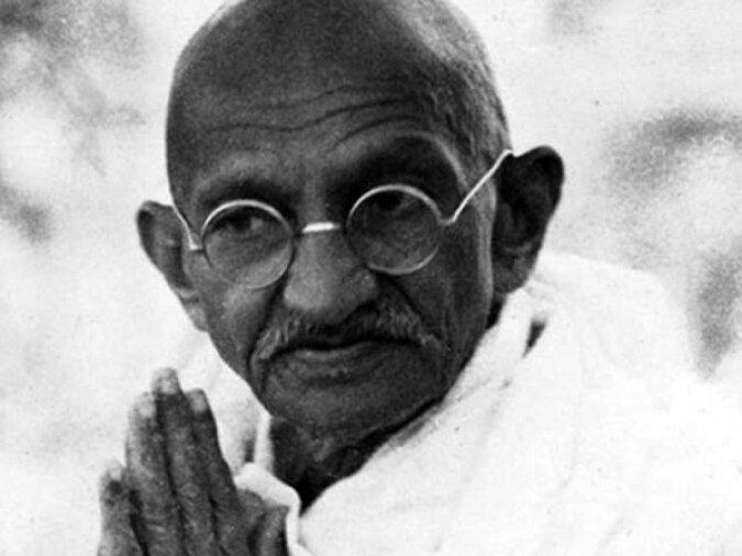 """""""Persönliche Gegenstände des Gurus"""": Mahatma Gandhis Geschirr wurde für 664 Tausend Euro versteigert, Details"""