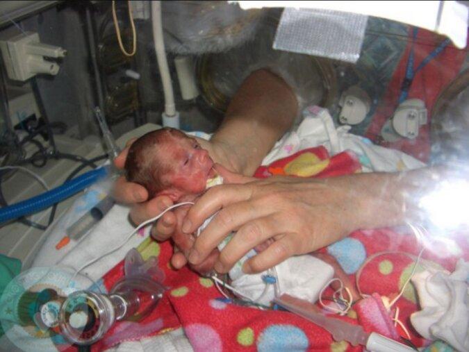 Die Krankenschwester brach die Krankenhausregeln und rettete das Leben eines Neugeborenen