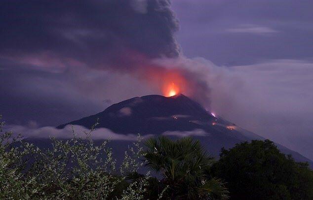 """""""Kraft der Natur"""": Seltenes Filmmaterial des Vulkanausbruchs wurde im Netz veröffentlicht, Details"""